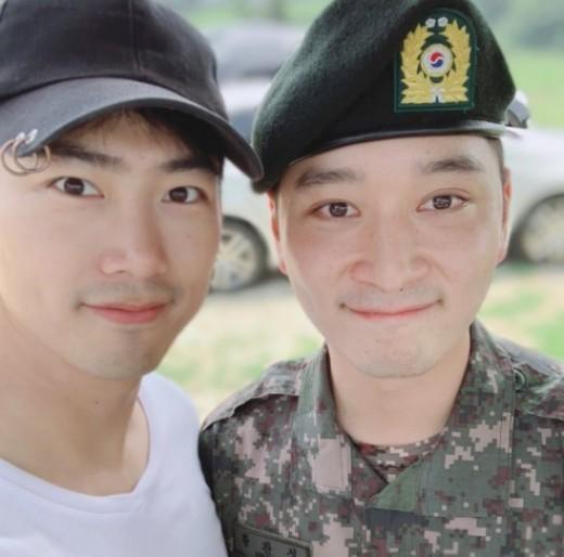 옥택연, 이등병 황찬성 응원... 영원한 2PM 우정