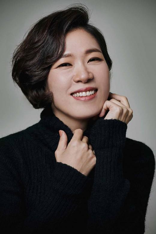염혜란, '동백꽃 필 무렵' 주연 합류…오정세와 부부 호흡