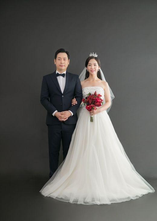 개그맨 김진, 장가가는 날...오늘 CCM 밴드 멤버 표신애 씨와 결혼 _이미지
