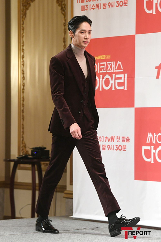 박성훈 '끝도 없는 다리길이'