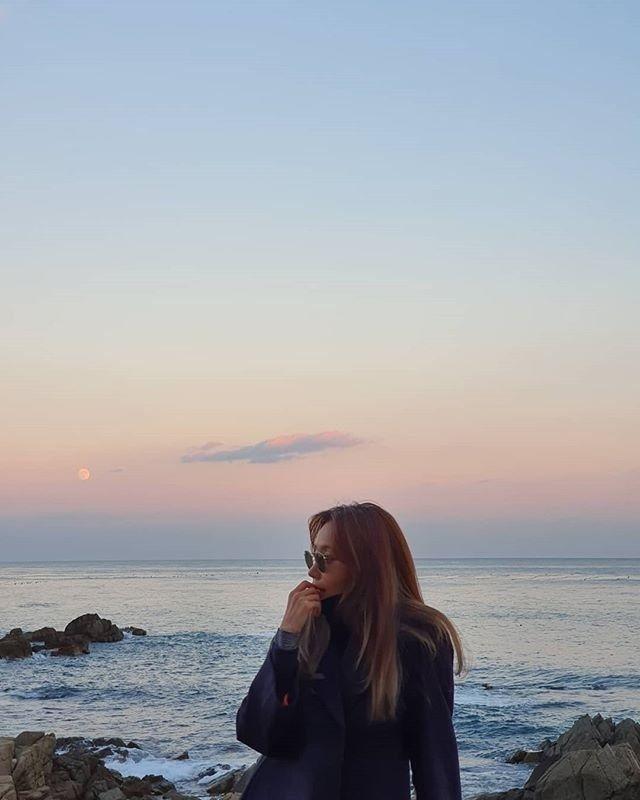 """김아중, 겨울바다에서 전한 인사 """"감기 조심해""""_이미지2"""