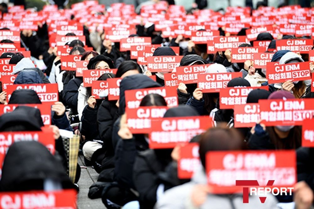 """엑스원 새 그룹 결성 지지 시위…CJ ENM """"큰 책임감, 적극 지원"""" _이미지3"""
