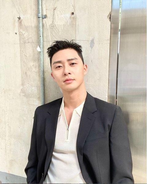 """""""밤톨이X 파인애플O""""…박서준, 헤어스타일 변신"""