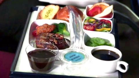 해외여행 첫 식사 기내식, 누가 먼저?