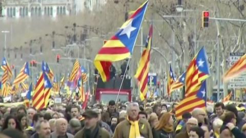 바르셀로나는 시위 중…시위 현장 피하세요