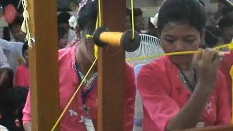 미얀마 최대 명절…'달' 축제
