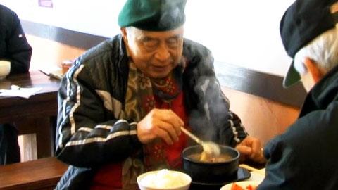 따뜻한 국밥 한 그릇에 담긴 온정