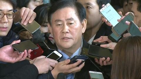 '국정원 1억 수수' 최경환 의원 검찰 출석