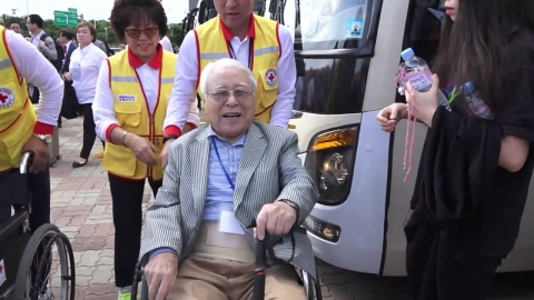 이산가족 상봉단, 고성 출입사무소 도착