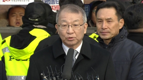 양승태, 대법원 앞 입장 발표
