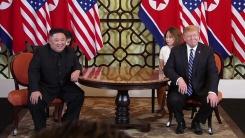 김정은·트럼프, 단독 정상회담 시작